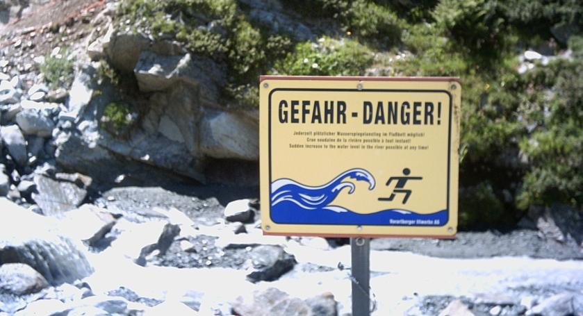 Danger_in_Montafon_valley